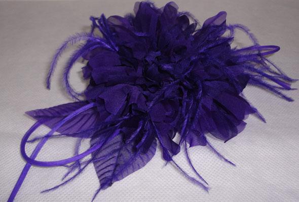 Flores en prendedor para lucir sobre vestidos realizadas por Decorhadita